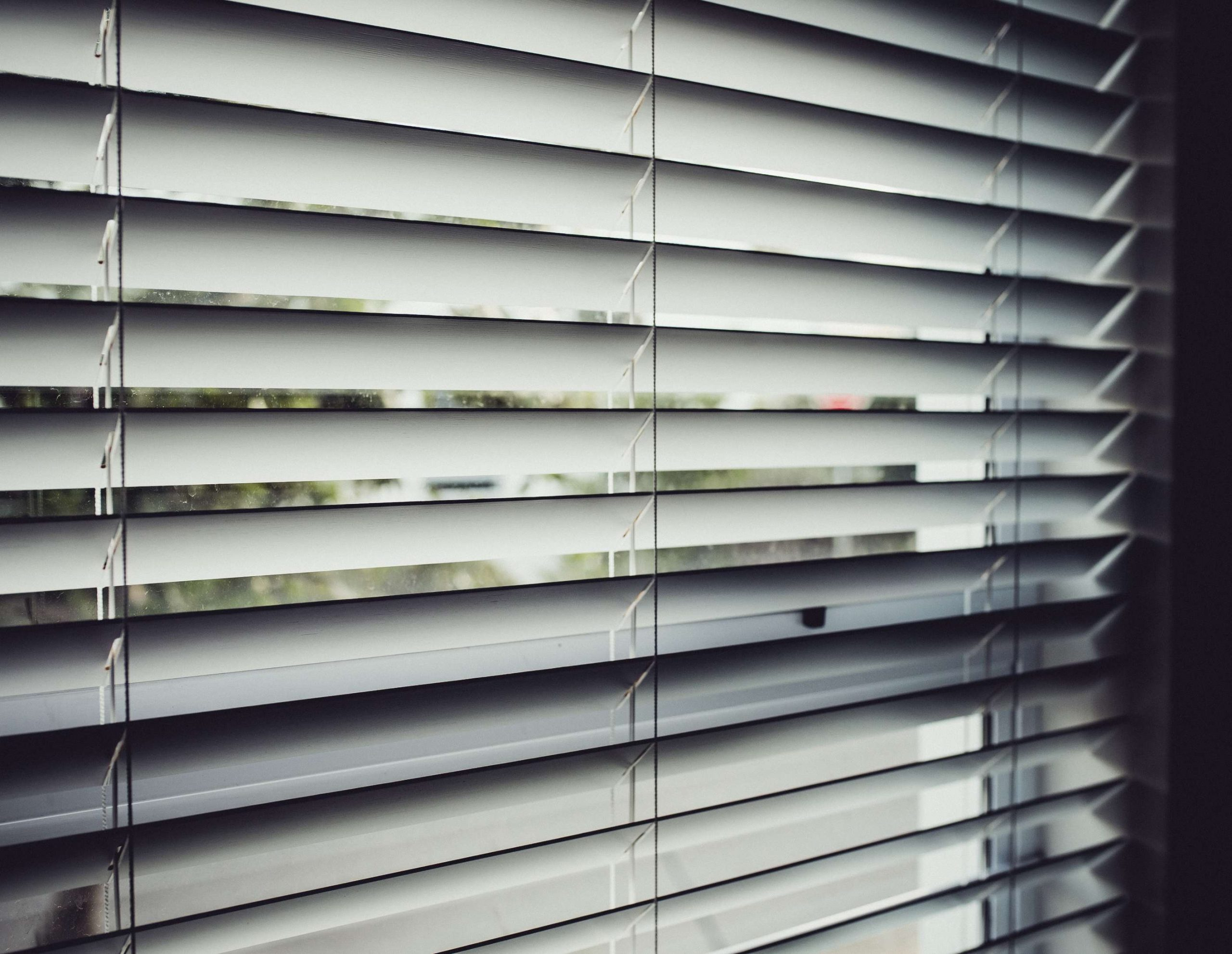 How Do You Get Cigarette Smoke Out of Blinds?